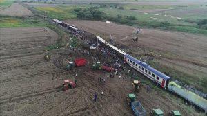 В Турции перевернулся пассажирский поезд
