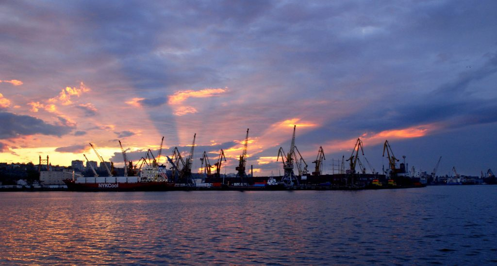 Киев смирился с потерей русского порта Мариуполь на Азове - эксперт