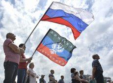 На фестивале «День Русской Славы» растоптали флаг «правосеков»