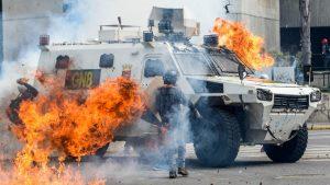 Машина венесуэльских пограничников подорвана на границе с Колумбией