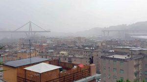 В Италии возле Генуи обрушился автомобильный мост