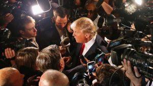 Сотни изданий в США устроили акцию в защиту СМИ от нападок Трампа