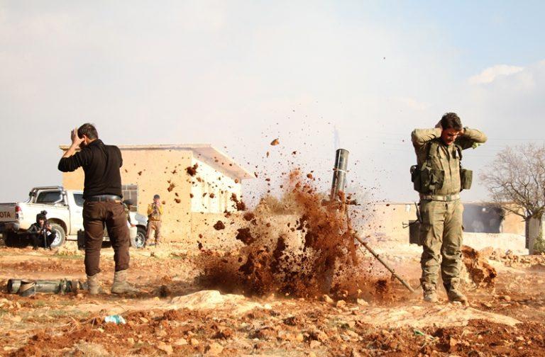 Fırat Kalkanı Harekatı'nda Türk Silahlı Kuvvetleri (TSK) destekli Özgür Suriye Ordusu'nun (ÖSO) Halep'in kuzeydoğusunda terör örgütü DEAŞ'ın elindeki El-Bab ilçe merkezine doğru ilerleyişi devam ediyor. Muhalif birlikler, Bab ilçesinin batı kesimlerinde örgütün olduğu yerlere hafif ve ağır silahlarla saldırdı. ( Hüseyin Nasır  - Anadolu Ajansı )