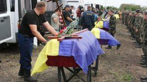 Похоронный скандал: Во Львове над могилой «атошника» устроили драку