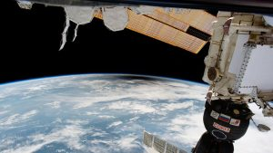 На МКС пытаются устранить пробоину в корпусе пристыкованного корабля «Союз»
