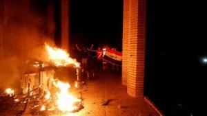В Басре протестующие сожгли консульство Ирана