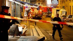 В Париже вооруженный ножом мужчина напал на прохожих