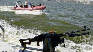 Погранцы РФ напугали украинский катер в Азовском море