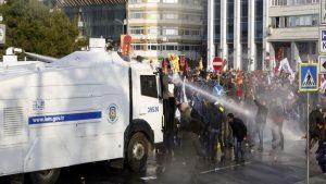 В Стамбуле около 500 человек были задержаны после акции протеста