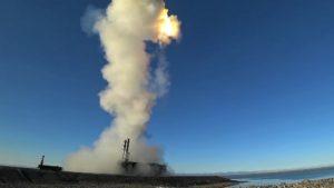 Видео: Пуск сверхзвуковой ракеты комплекса «Бастион»