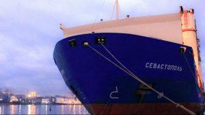 Москва требует от Сеула отпустить экипаж задержанного из-за санкций судна