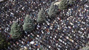 На намаз в центре Магаса собрались более 10 тыс. человек