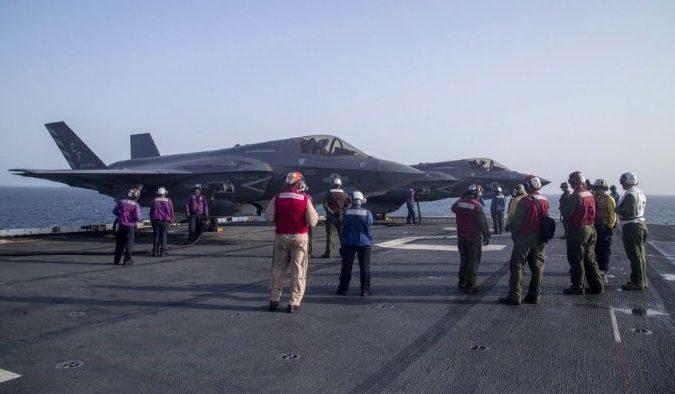 Истребители F-35B КМП США на борту УДК Essex, сентябрь 2018 года.