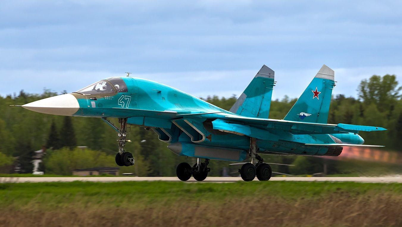 """Су-34 Су-34 с подвешенным универсальным контейнером разведки """"Сыч"""""""