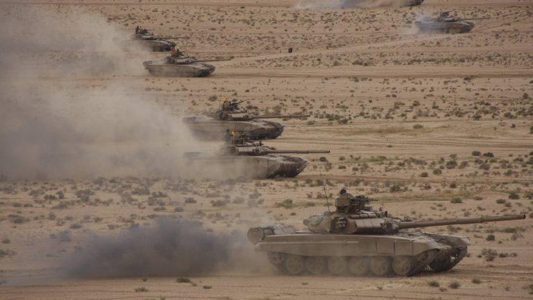 Танки Т-90СА на учениях алжирской армии, осень 2018 года.