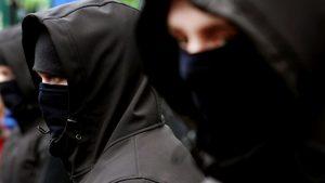 Неизвестные с дубинками задержаны в центре Киева