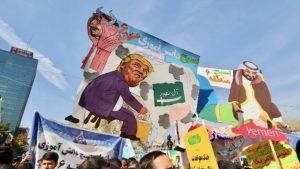 Иранские демонстранты скандируют «Смерть Америке» — санкции против Ирана вступили в силу