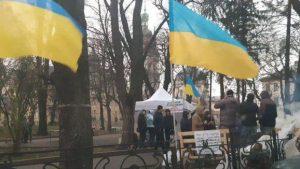 автомобилисты пикетируют горсовет Львова