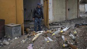 Эхо войны: жители Мосула страдают от мин и трупного запаха