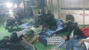 В Ливии насильно высадили более 70 мигрантов, которые отказывались сходить на берег