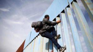 Администрация США разрешила стрелять в мигрантов на границе