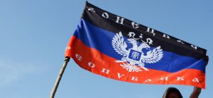 Зрада: Активисты Франции развернули на улицах Парижа флаг ДНР