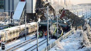 В Турции произошло крупное крушение поезда