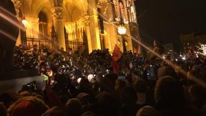 Венгрия укротила начавшиеся беспорядки слезоточивым газом