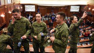 солдаты армия Косово парламент Приштина