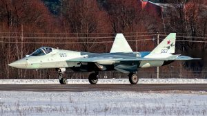 Появились первые фотографии российского ударного БПЛА «Охотник»