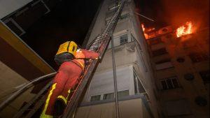 Большой ночной пожар в Париже может быть не случаен