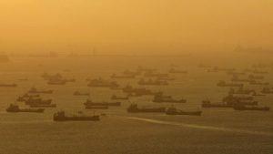 нефтяные танкеры рядом с Сингапуром