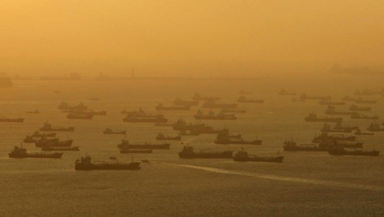 Shipping vessels and oil tankers line up on the eastern coast of Singapore in this July 22, 2015.  REUTERS/Edgar Su/Files