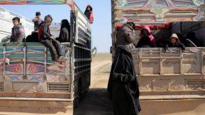 Из лагеря беженцев Рукбан открылись два гуманитарных коридора в Сирию