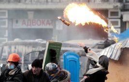 Ведущий украинского ТВ признал, что подбил школьников на разлив «коктейлей Молотова» для майдана