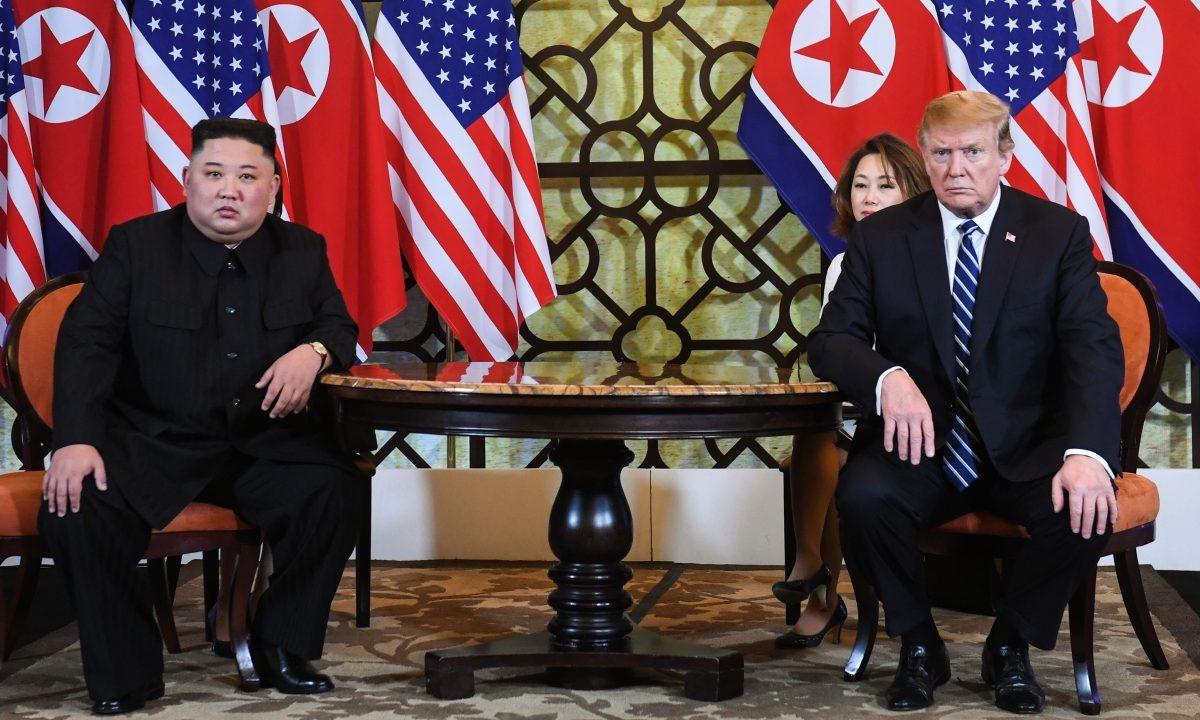 Дональд Трамп и Ким Чен Ын на переговорах в Ханое, февраль 2019 год
