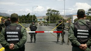 силовики Венесуэлы охраняют перекрытую границу