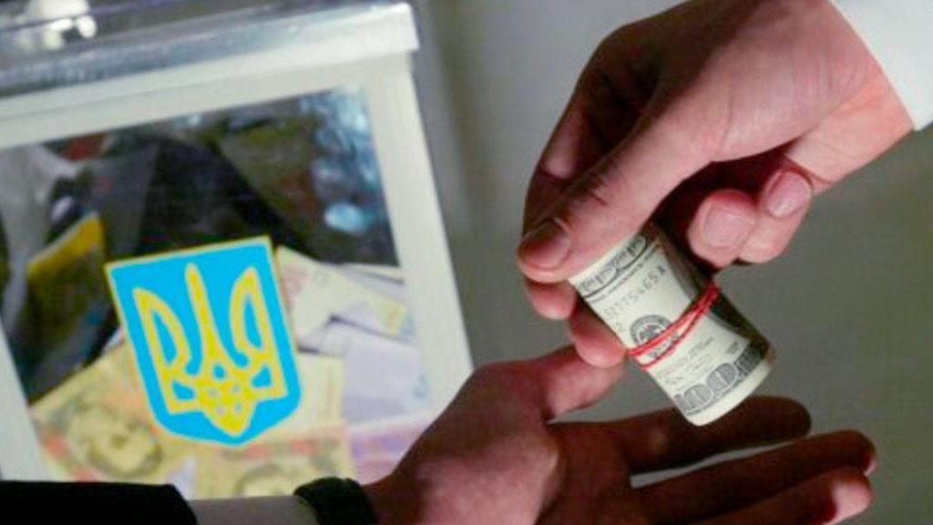 Правоохранители обнаружили в Харькове несколько квартир, в которых было прописано огромное количество избирателей. В частности в одной из квартир зарегистрировано 217 избирателей, а в другой - 181 человек.