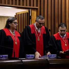 Штраф, заморозка средств… — что ещё требует прокуратура Венесуэлы для Гуайдо