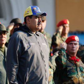 Мадуро собрался через неделю привести к присяге миллионы ополченцев