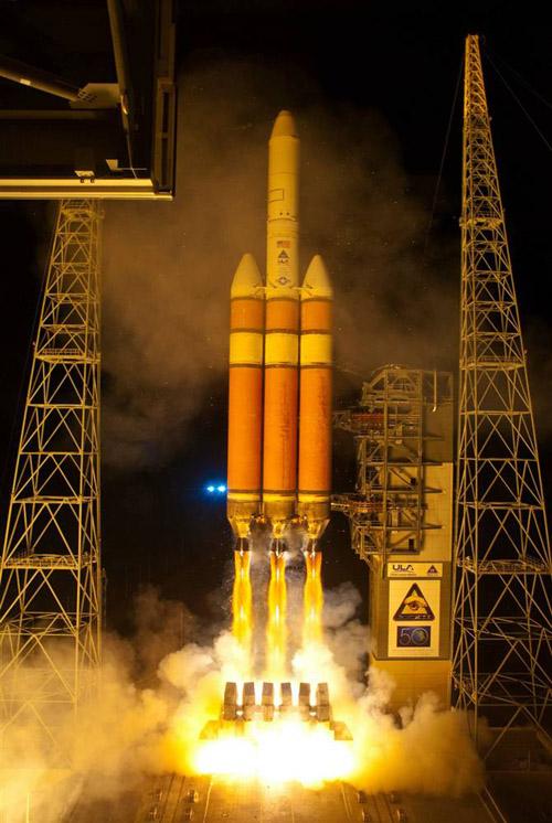 американская ракета Delta IV Heavy выводит спутник