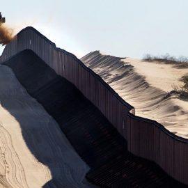 20 штатов подали иск к Трампу из-за строительства стены на границе с Мексикой