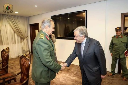 генсек ООН Антониу Гутерреш и ливийский фельмаршал Халифа Хафтар