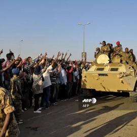 Армия Судана применила против демонстрантов боевое оружие