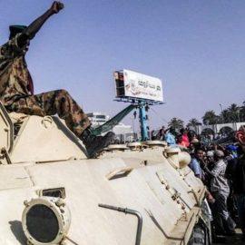 Суданские военные сместили Омара аль-Башира с поста президента страны