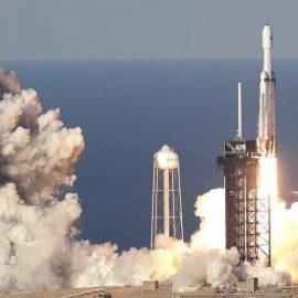 Компания «SpaceX» осуществила первый запуск коммерческого спутника