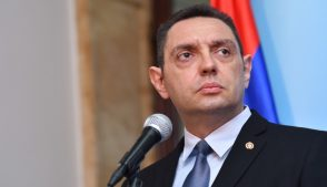 министр обороны Сербии Александар Вулин