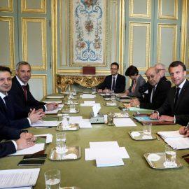 Зеленский и Порошенко устроили пиар-встречи с Макроном
