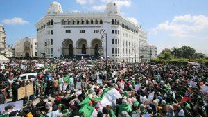 Отставка Бутефлики не помогла — Алжир опять сотрясают протесты