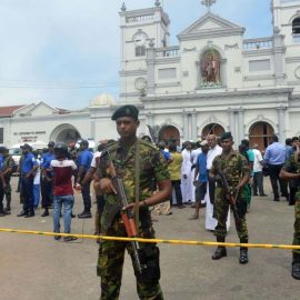 Более 150 человек погибли при взрывах на Шри-Ланке